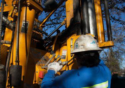 Monitoring and adjusting during drilling.