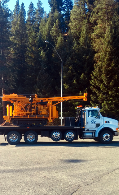 The compact, track-mounted CME 55LCX is easy to transport and easy to drive into place for drilling.