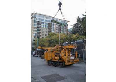 Everything is in place to lift the CME 55 LCX drill rig.